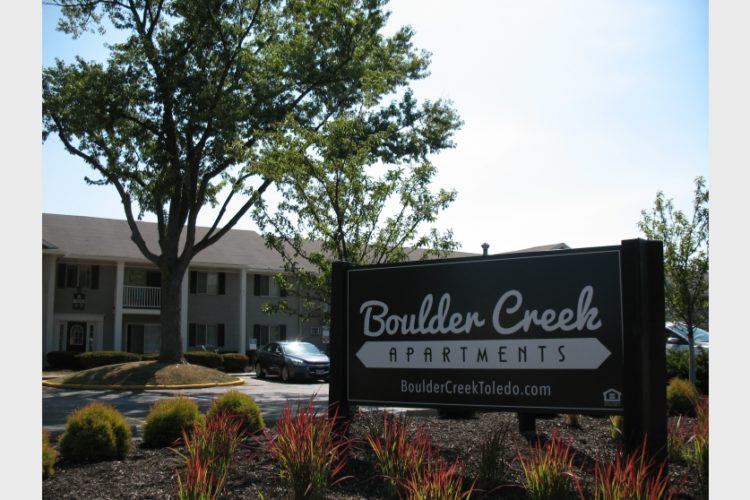 Boulder Creek Apartments Outdoor Sign